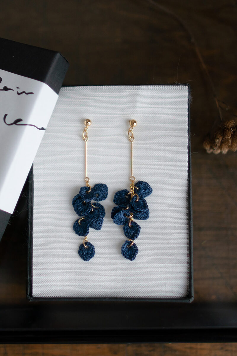 leaves_earrings_indigo_long3