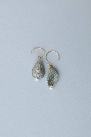 petal_earrings_silvergray1