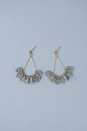Leaves-lei-earrings-silvergray1
